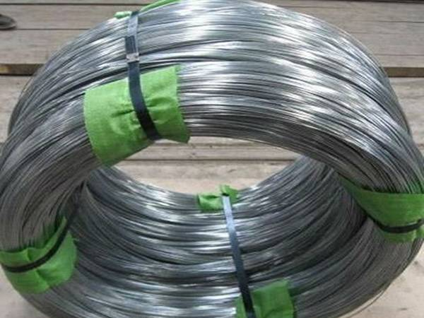 Bright galvanized baling wire in coils, possessing excellent corrosive resistance